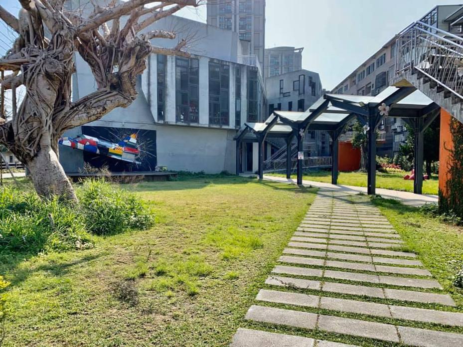 新竹縣竹東文創藝術村內進駐的店家群,自主發起「舊事二手市集」。圖/吳界提供