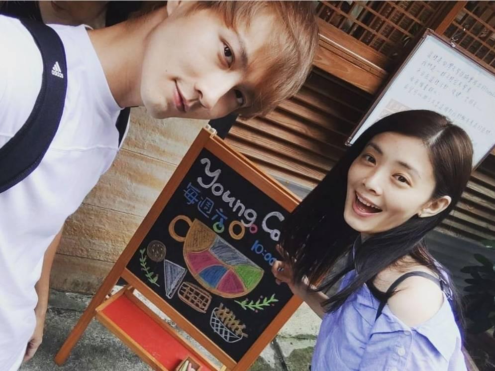 張捷(左)向夏如芝求婚成功。圖/摘自臉書