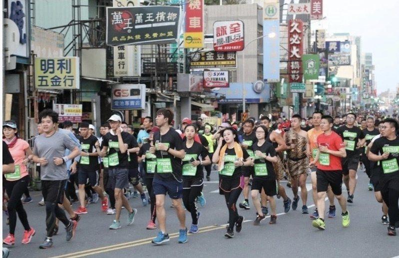台南古都馬拉松受到新冠肺炎影響,參賽人數減少約3成。圖/市政府提供