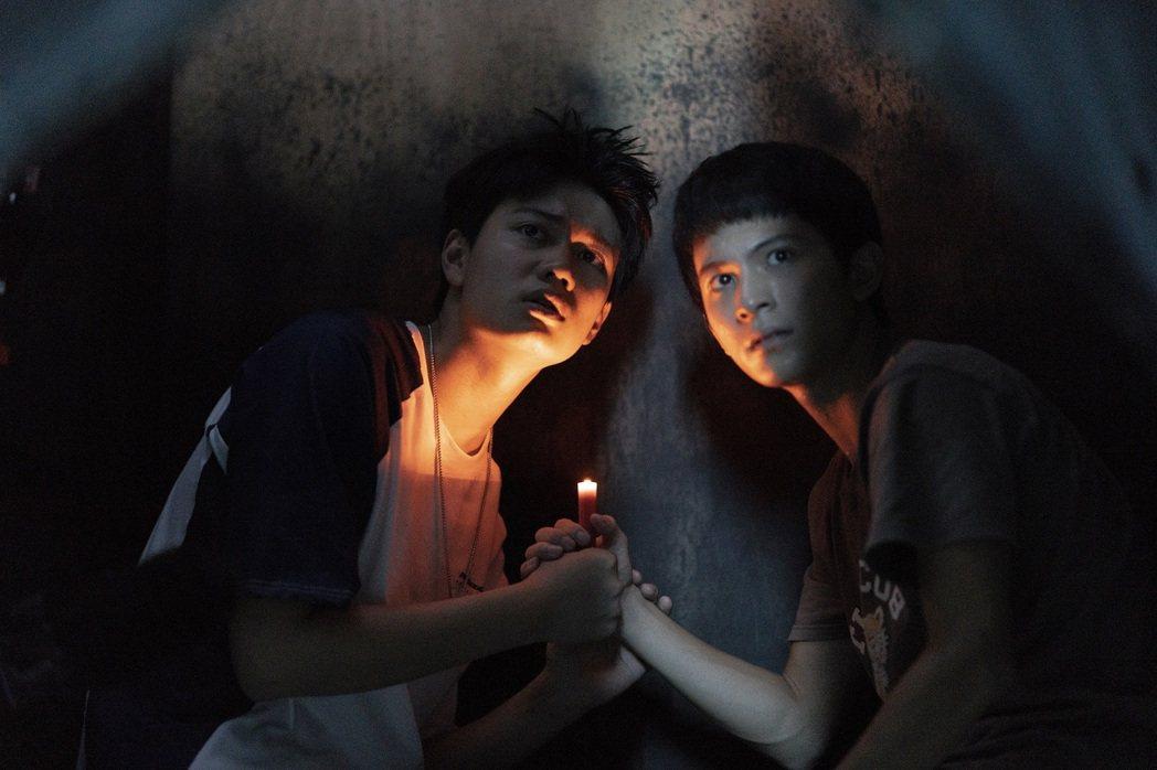 劉子銓(左)、林暉閔演出「捉迷藏」。圖/七十六号原子提供