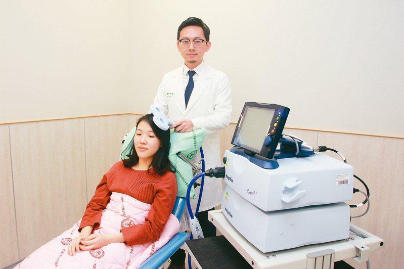 「磁刺激」聽起來像是科幻電影裡的情節,這兩年已進入醫療領域。 圖/陳睿正醫師提供