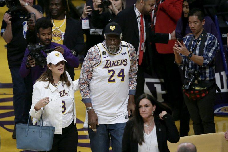 NBA傳奇比爾羅素穿24號球衣。 歐新社
