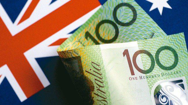 受到疫情影響與美元走強的雙重打擊下,澳幣兌台幣匯價在前一周跌破了20的重要心理關...