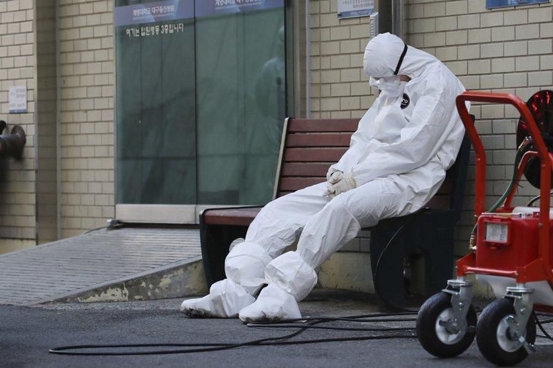 截至今(24日)下午4時,韓國一天增231例新冠肺炎確診病患,是迄今一天新增病例最多紀錄,累計833例確診。 美聯社