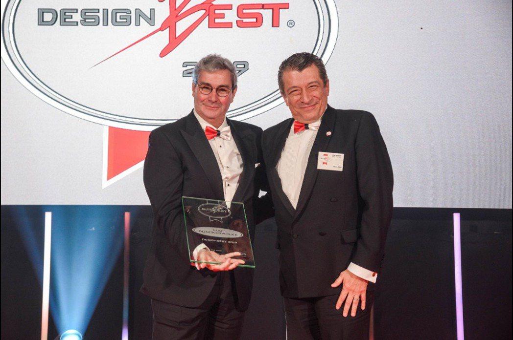 HYUNDAI集團設計總監Luc Donckerwolke(左)榮獲Autobe...