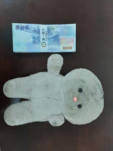 網友重金10萬元懸賞娃娃。圖/取自PTT