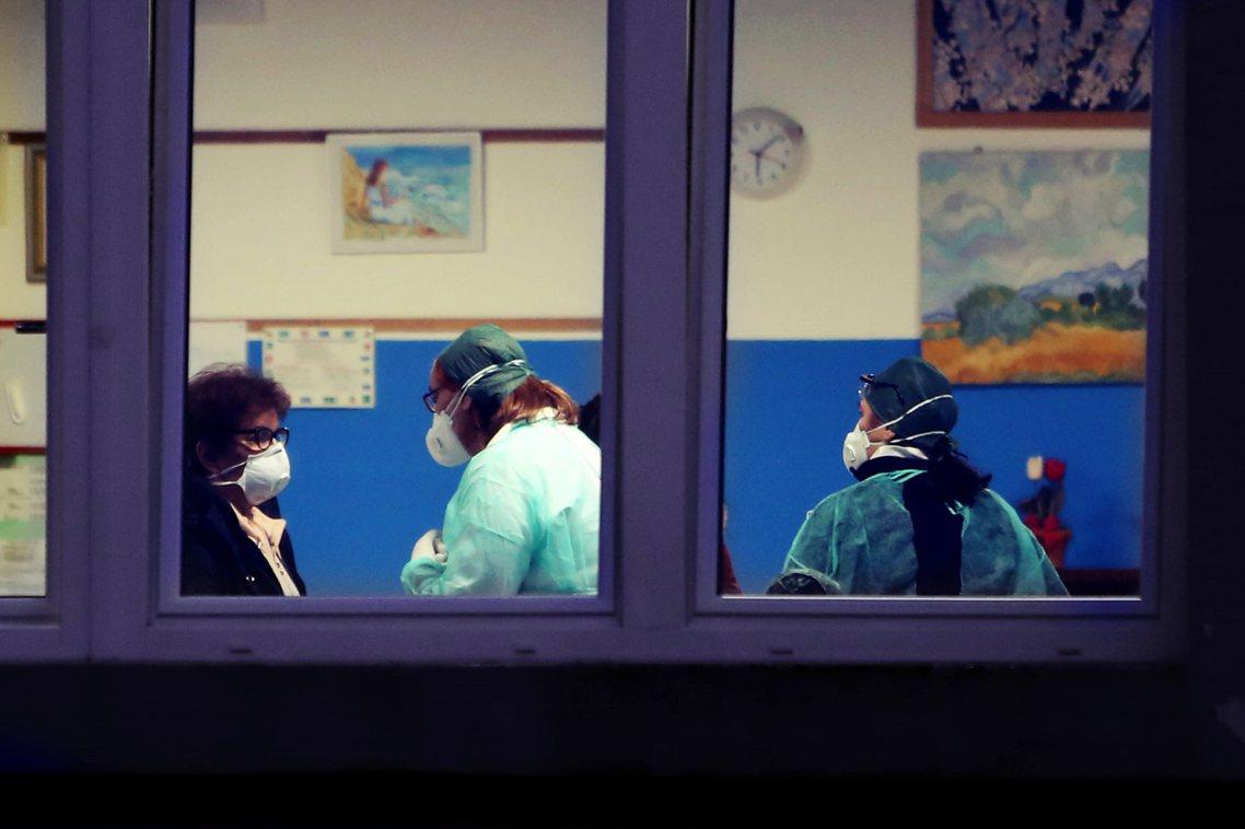 直到2月23日為止,義北的新增確診病例皆沒有「中國或其他疫區的直接接觸史」,各單...