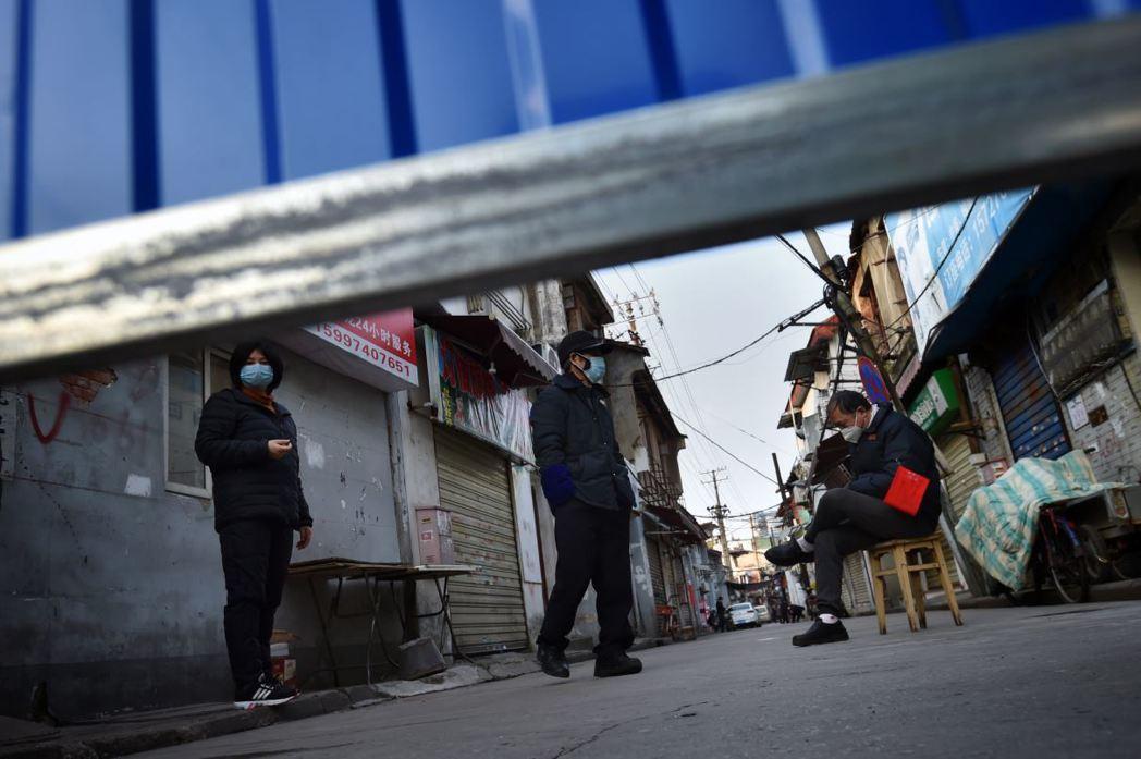 2月24日,武漢當地持續隔離措施。 圖/歐新社