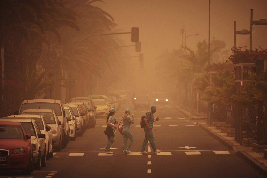 「這大概是記憶以來,加納利群島最糟的沙塵暴。」位於北非以西、大西洋上的西班牙領地...