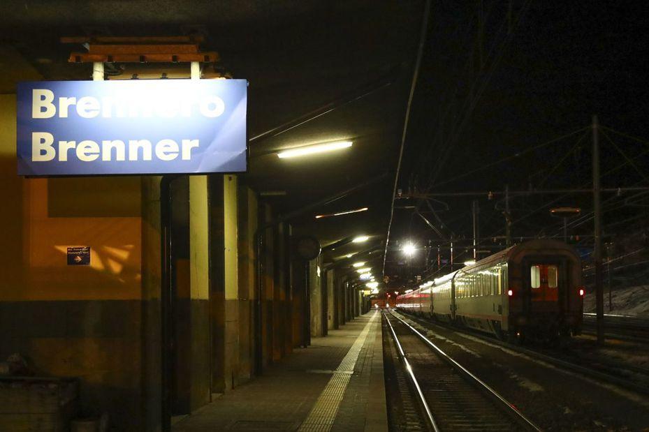 義大利新冠肺炎疫情大爆發。奧地利昨天以列車上有人感染為由,停止所有來往義大利的鐵路交通。美聯社