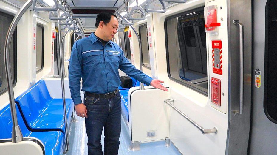 為紓解台北捷運文湖線尖峰時間搭乘人潮、提升乘客座椅舒適度,北捷公司維修團隊規畫370型電聯車內部空間改裝工程,將一部列車內裝座椅進行改裝後,列車總座位數由76個增為84個。圖/北捷提供