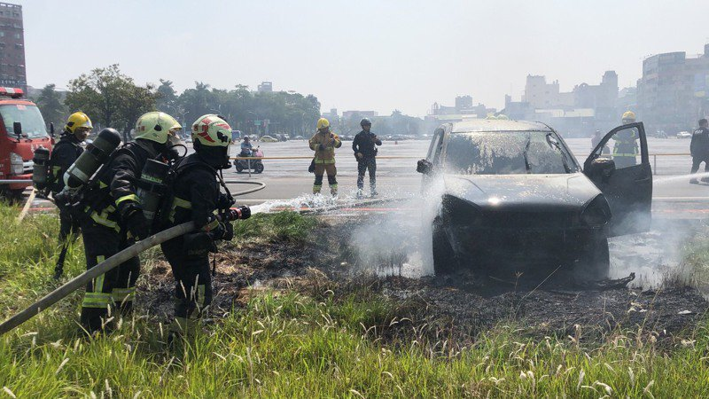 嘉義市今天中午發生一起火燒車案件。記者李承穎/攝影