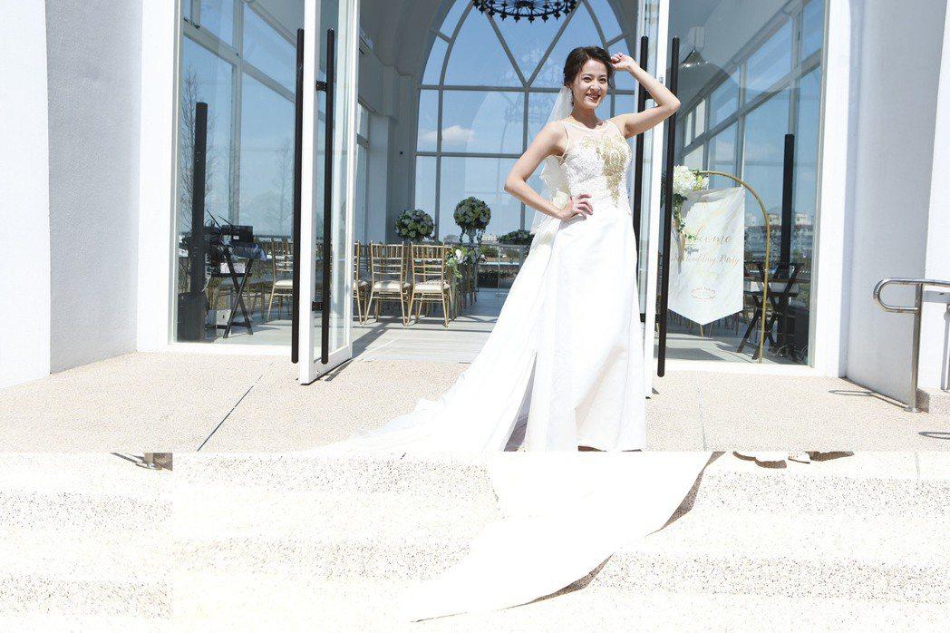 蘇晏霈穿婚紗高喊想婚了。圖/民視提供