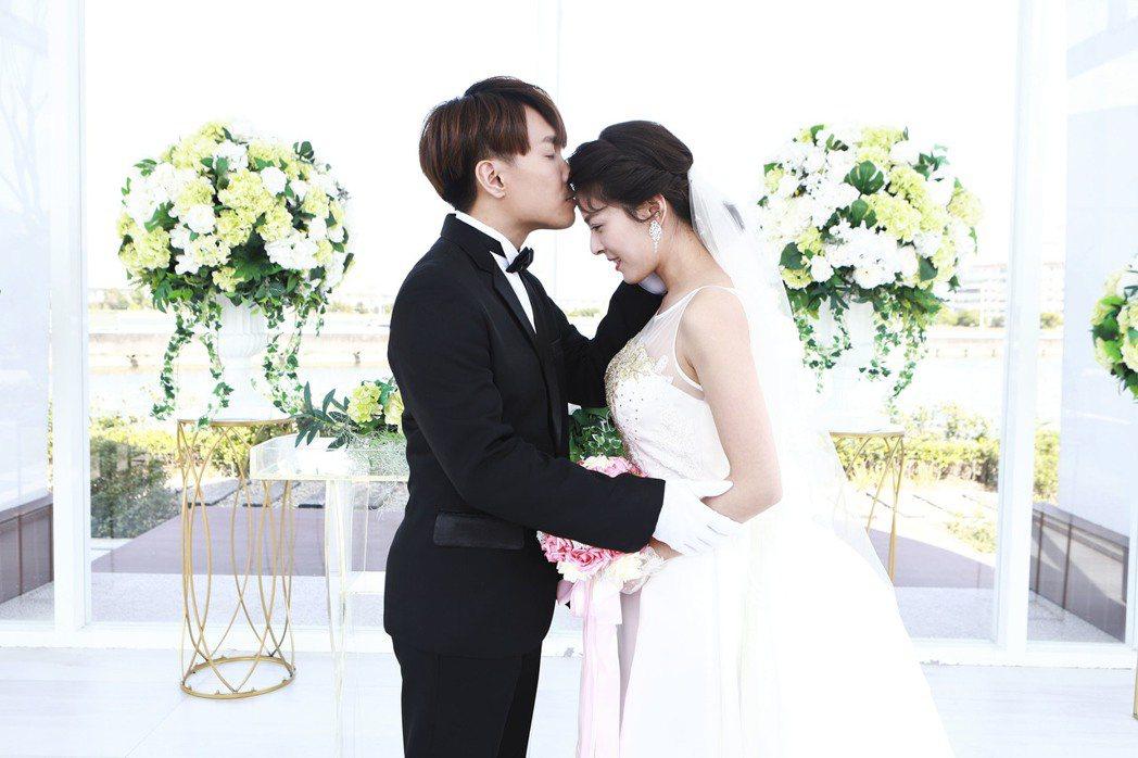 許仁杰(左)、蘇晏霈上演婚禮戲。圖/民視提供