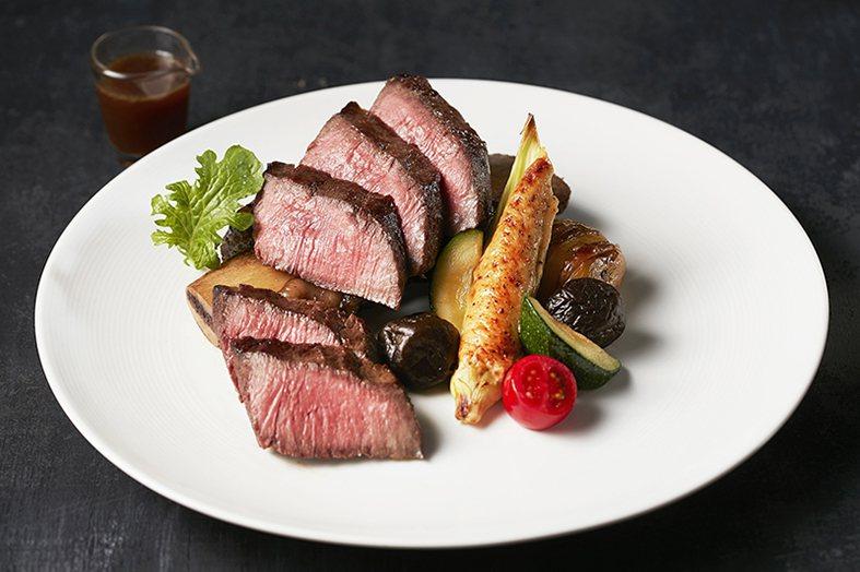 王品牛排推出每頭牛只有6客的炙燒帶骨牛小排。圖/王品牛排提供