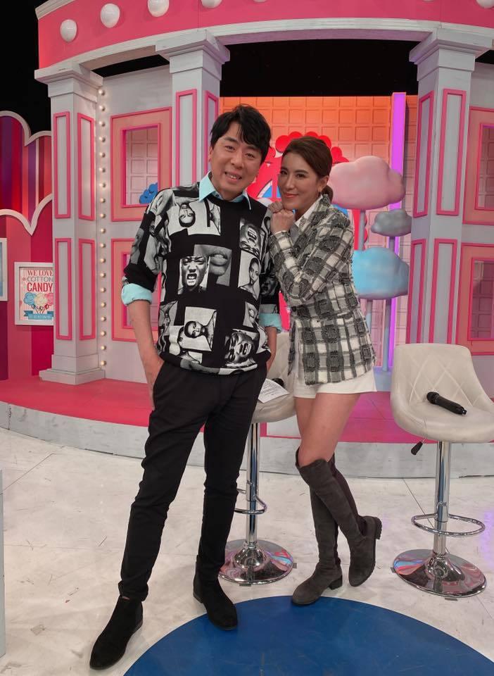 小禎(右)和梁赫群搭檔主持3年多的「2分之一強」。圖/摘自臉書