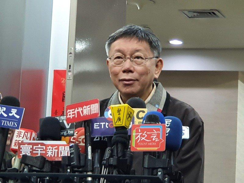 中央公布新冠肺炎確診病例分布圖,台北市長柯文哲意有所指說「我們現在都要順時鐘(順時中),不要逆時鐘(逆時中)。」記者楊正海/攝影
