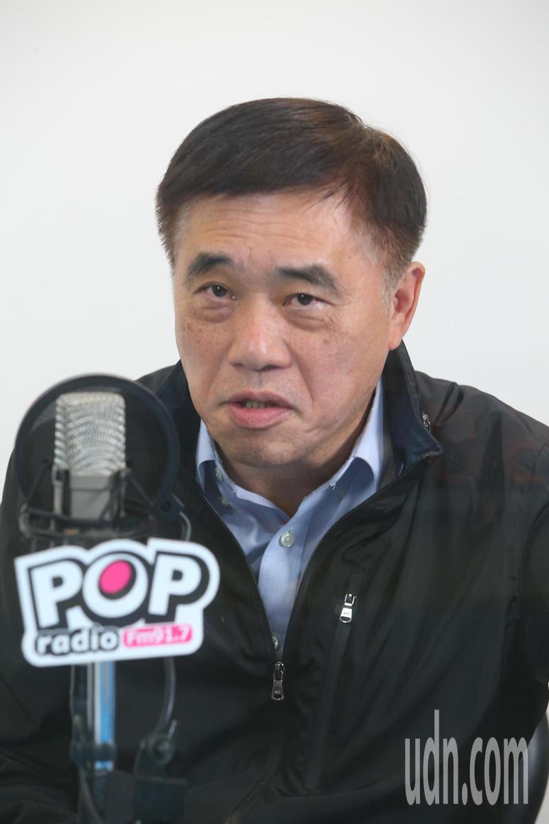 國民黨黨主席參選人郝龍斌今天接受廣播電台專訪,他表示世代交替是假議題,作為一個黨主席重點是經驗與能力,不是年齡。記者葉信菉/攝影