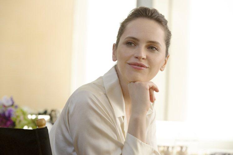 使用妝前凝霜,上底妝時,讓妝感更服貼。圖/肌膚之鑰提供