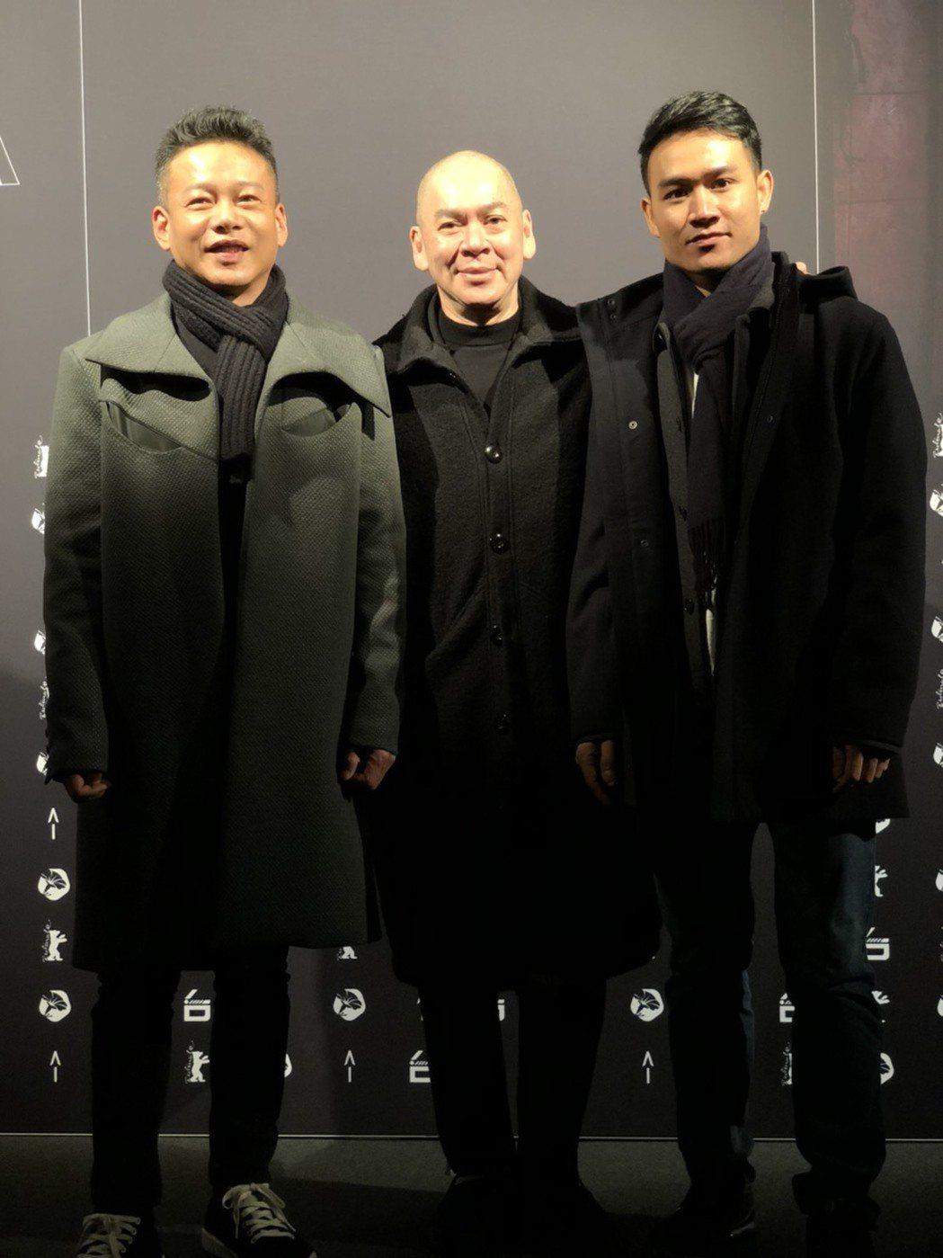 導演蔡明亮(中)與「日子」男主角李康生(左)和亞儂弘尚希(右)共同亮相台灣之夜。