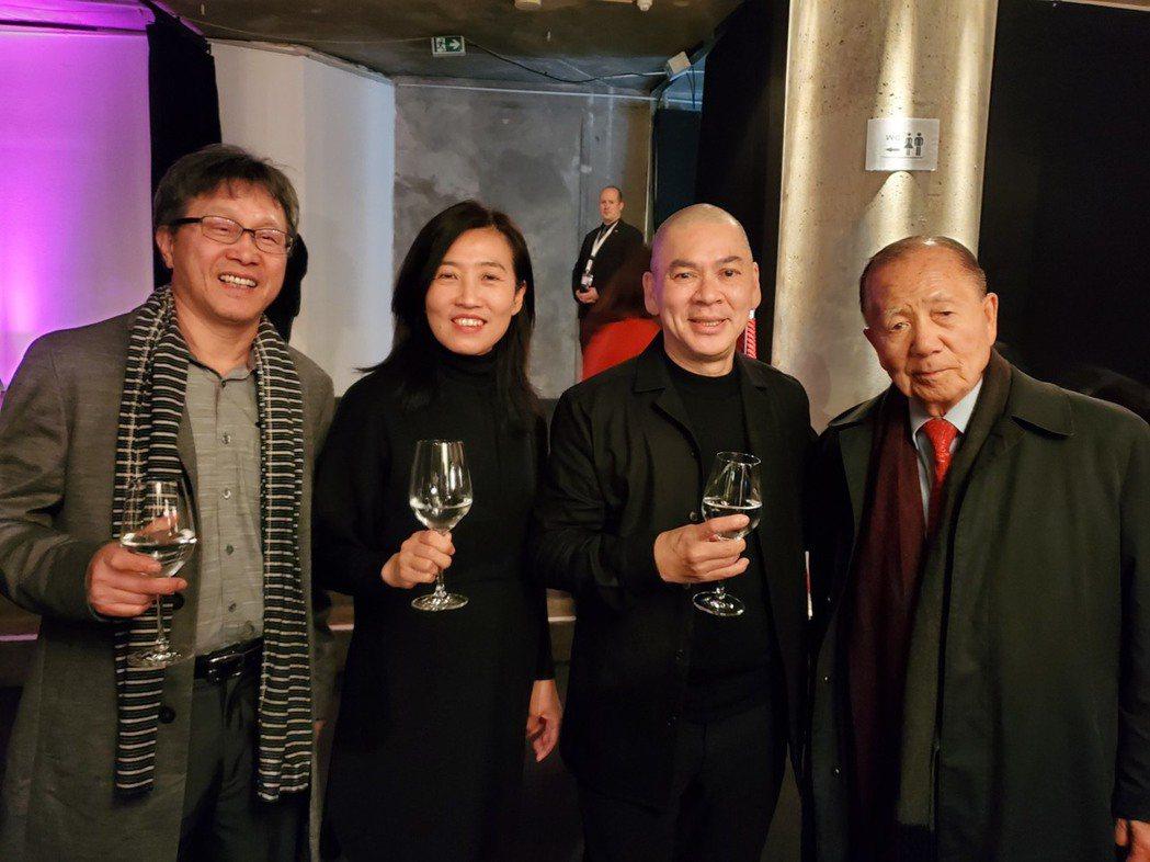 蔡明亮(右2)出席柏林影展台灣之夜。圖/讀者提供