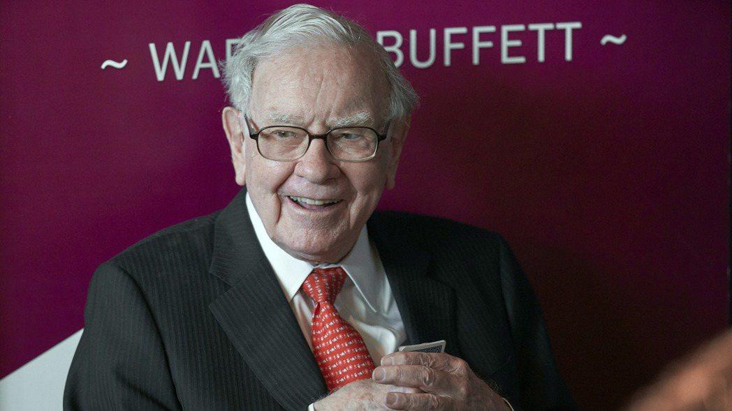「股神」巴菲特24日在CNBC節目上表示,美國經濟看起來仍健康,但不及半年前強勁...
