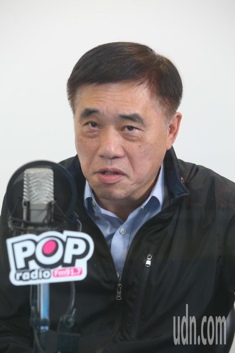 國民黨黨主席參選人郝龍斌今天接受廣播電台專訪,他表示世代交替是假議題,作為一個黨...