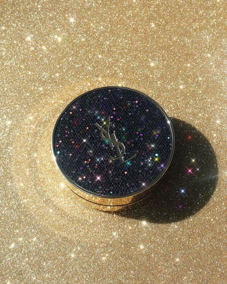 YSL恆久完美氣墊粉餅「銀河星光版」共3色/2,300元。圖/摘自IG