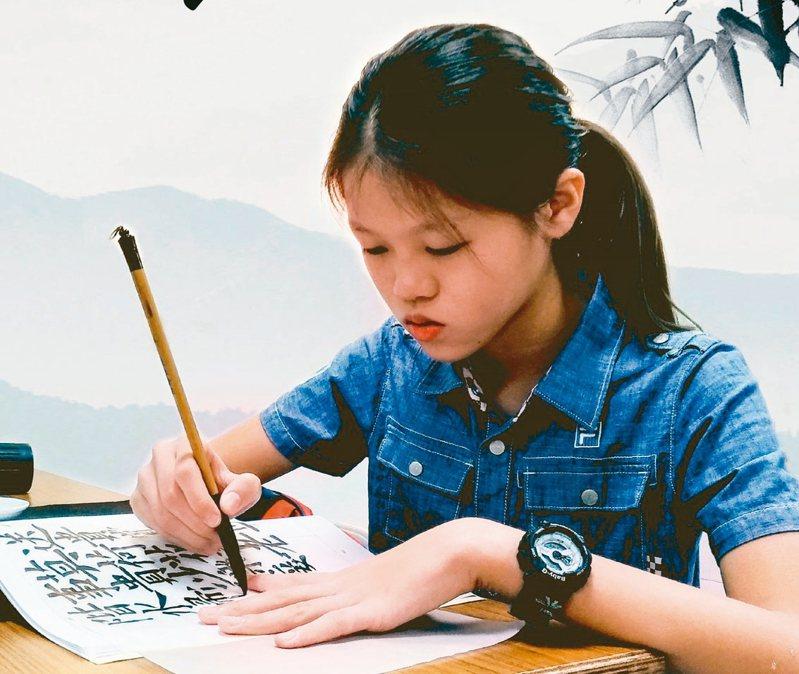 全國語文競賽寫字類比賽,宜蘭公正國小六年級學生林采葳榮獲國小組特優第一名,一手好字,靠的是天天勤練。 圖/公正國小提供
