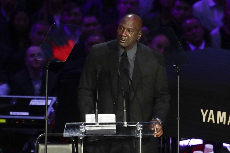 傳奇球星「籃球大帝」喬丹在布萊恩追思會上致詞落淚。 美聯社