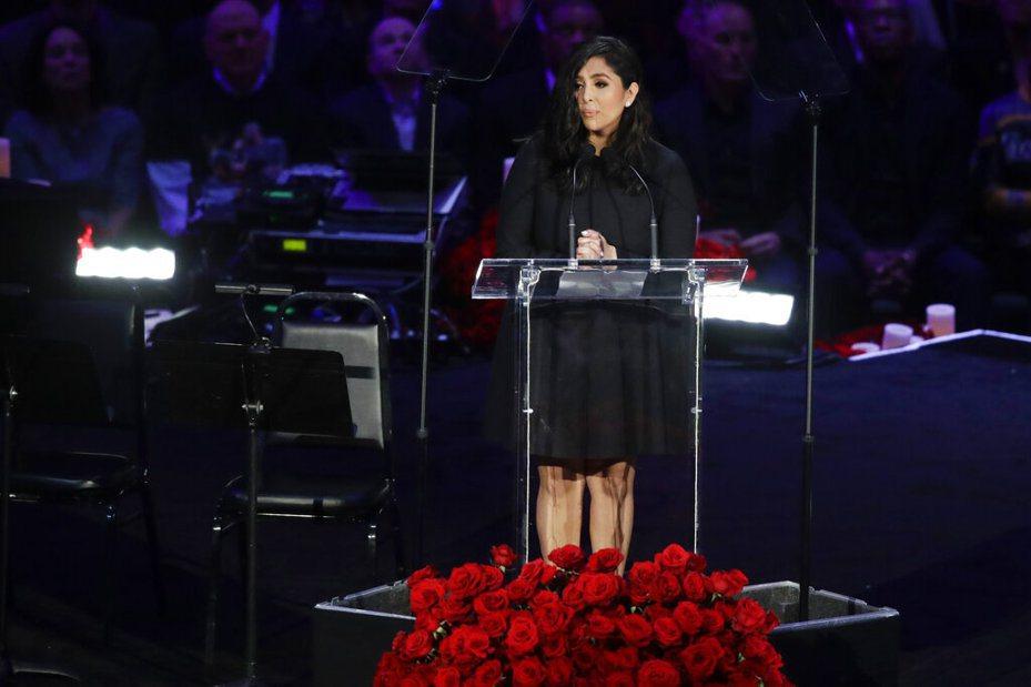 小布遺孀凡妮莎(Vanessa Bryant)給「女兒父親的MVP」留言惹哭許多人。 美聯社
