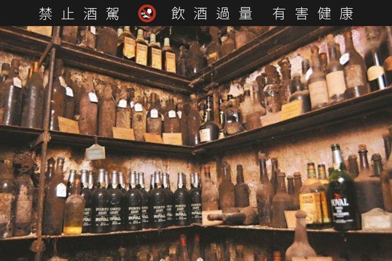 就是這批沉睡超過百年以上的藏酒成為拍賣會的重點。 圖/謝忠道※ 提醒您:禁止酒駕,飲酒過量有礙健康,飲酒過量,害人害己。