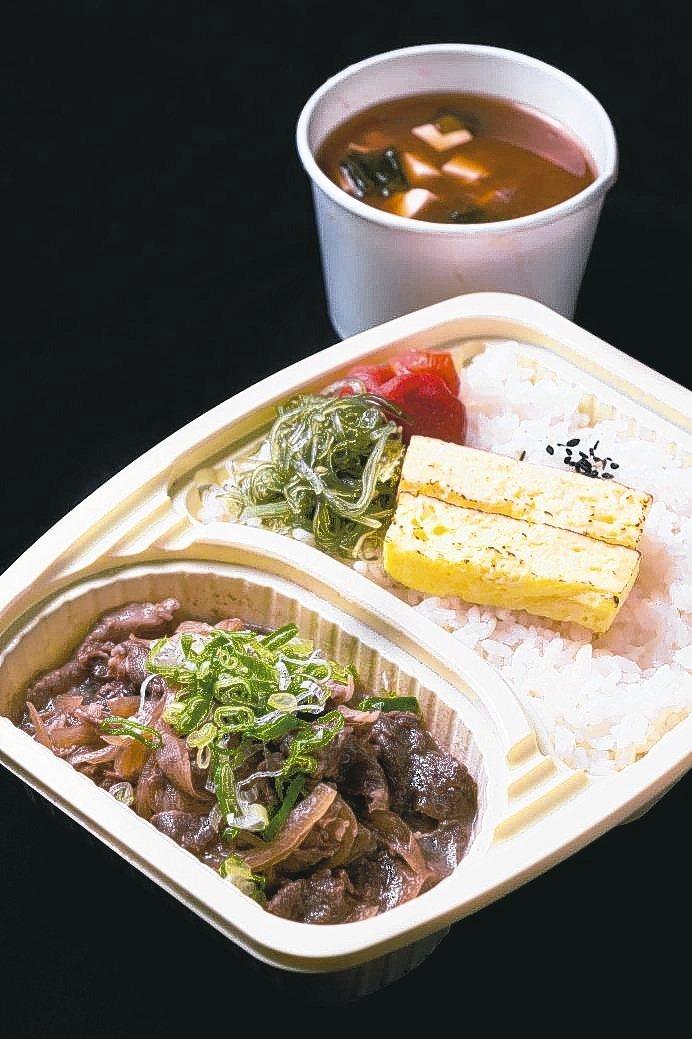 華國大飯店設計3款200元有找的好食便當,圖為但馬屋涮涮鍋的「頂級A5和牛丼飯」...