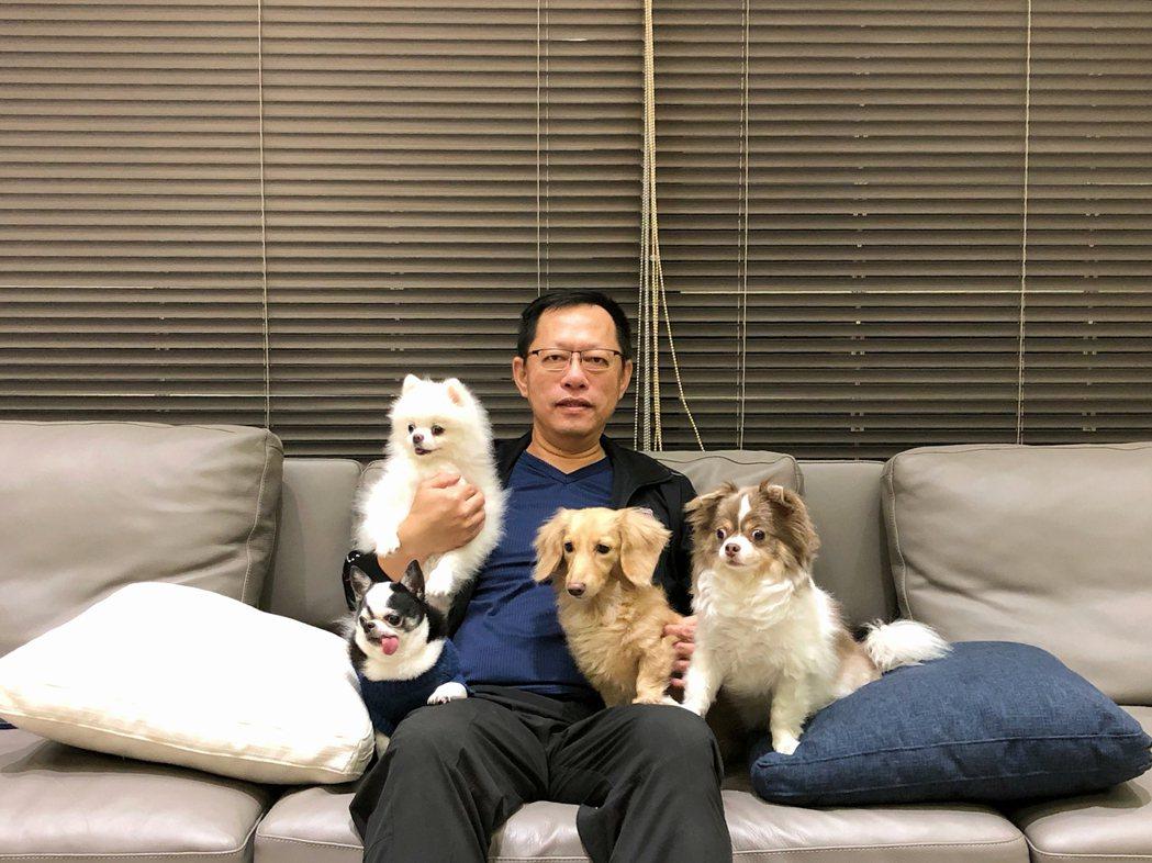 鐠羅機械董事長李世明熱愛毛小孩,毛小孩對他來說就是家人。