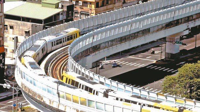 捷運環狀線沿線各站平均房價都來到四字頭。 報系資料照
