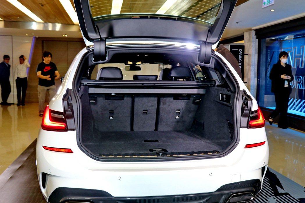 全新世代BMW 3系列Touring在空間上展現卓越的機能性與舒適性。 記者陳威...