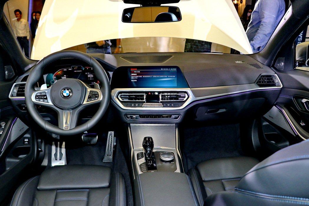 內裝設計風格維持豪華車應有的質感及新世代車型的科技感。 記者陳威任/攝影