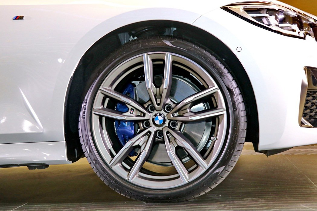 BMW M340i xDrive Touring配備M款雙輻式792M型19吋鋁...