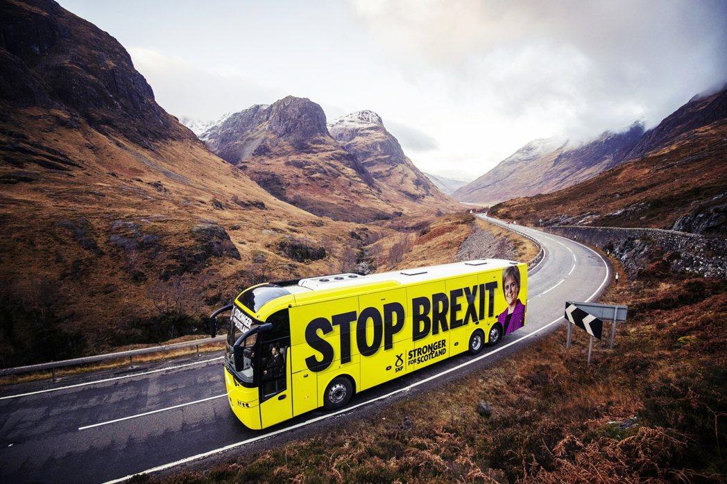 圖為蘇格蘭民族黨(SNP)的「反脫歐巴士」。2016年的脫歐公投中,高達62%的...
