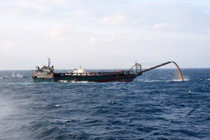 誰破壞了深海的大鳳梨?從中國船隻在臺灣淺堆抽砂談起(上)
