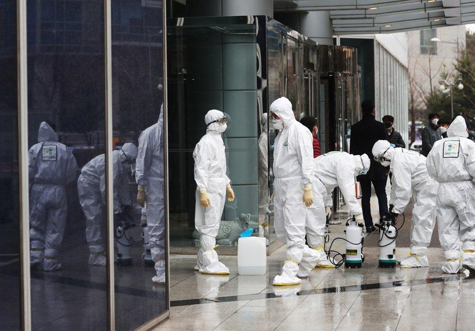 新冠肺炎疫情在南韓大爆發,使南韓成為繼大陸以外疫情擴散最為嚴重的國家。 歐新社