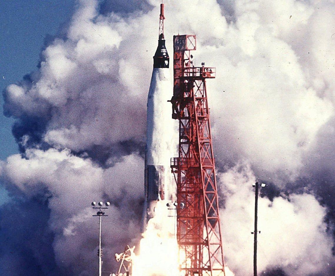 圖為1962年美國太空總署水星計畫中,「友誼七號」啟程資料畫面。1961年第一位...