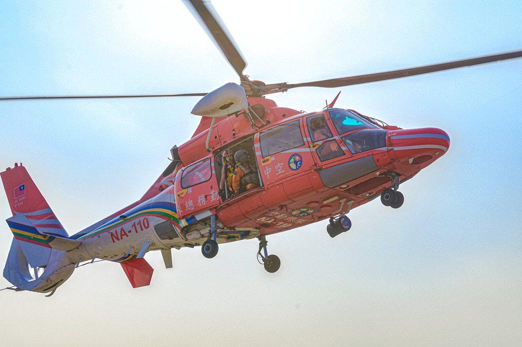 臺灣的海豚直升機隊服役至今,機齡最輕者也已逾20年,卻缺乏延壽與升級計畫。 圖/取自海巡署長室 Coast Guard
