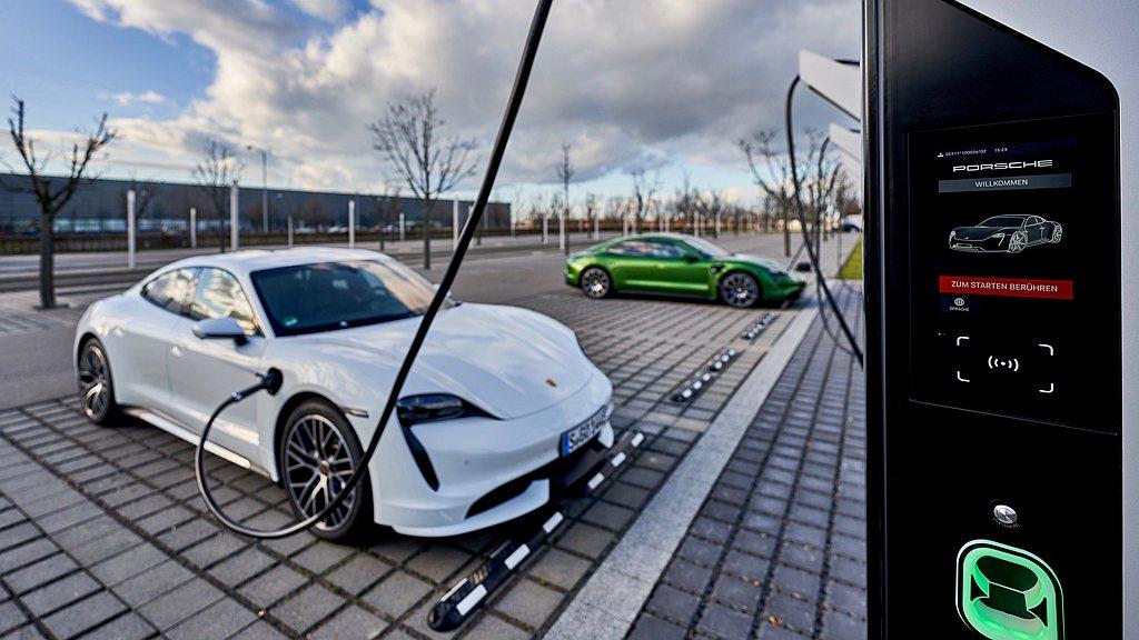 「Porsche Turbo Charging」充電園區座落在德國9號,14號與...