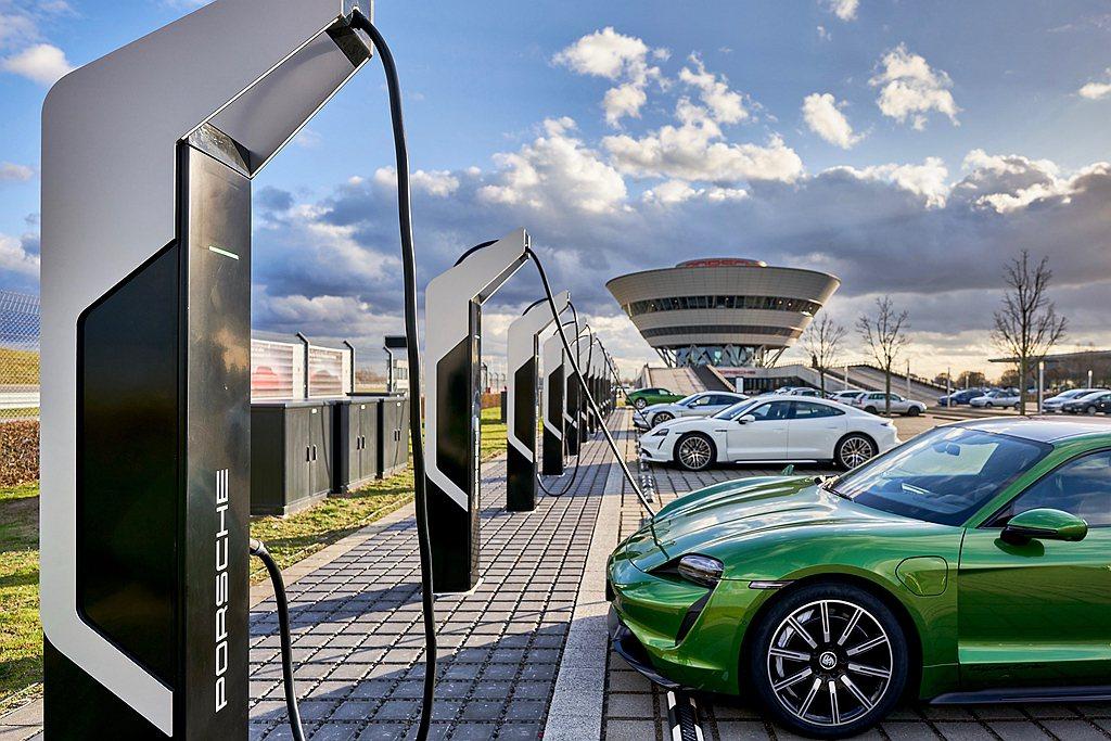 「Porsche Turbo Charging」除有6個內部使用的350kW快速...