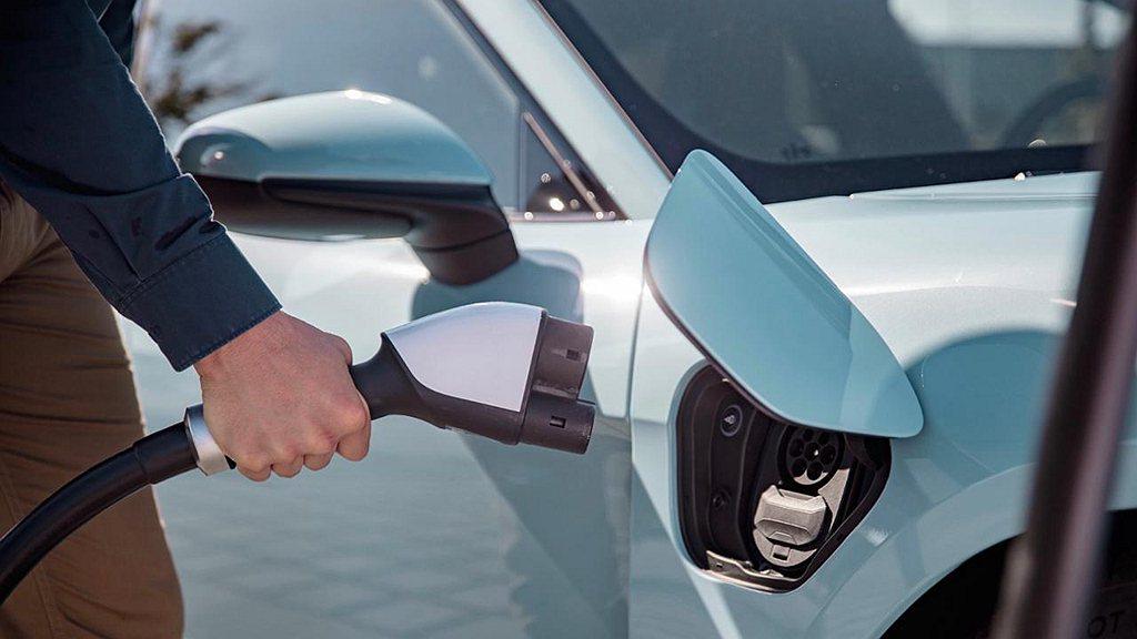 使用個人專屬的充電裝置,可以維持清潔。 圖/Porsche提供