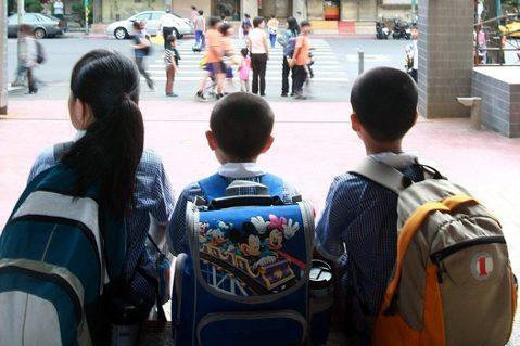 教師的為難:父母離異後,當「子女會面」的戰場延伸到校園