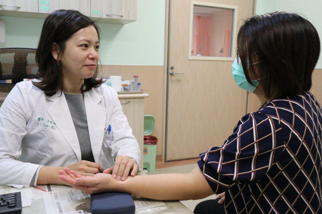 醫師陳書怡提醒,免疫系統失調的患者千萬不可自行停藥或亂服藥,若有任何疑慮,應尋求...