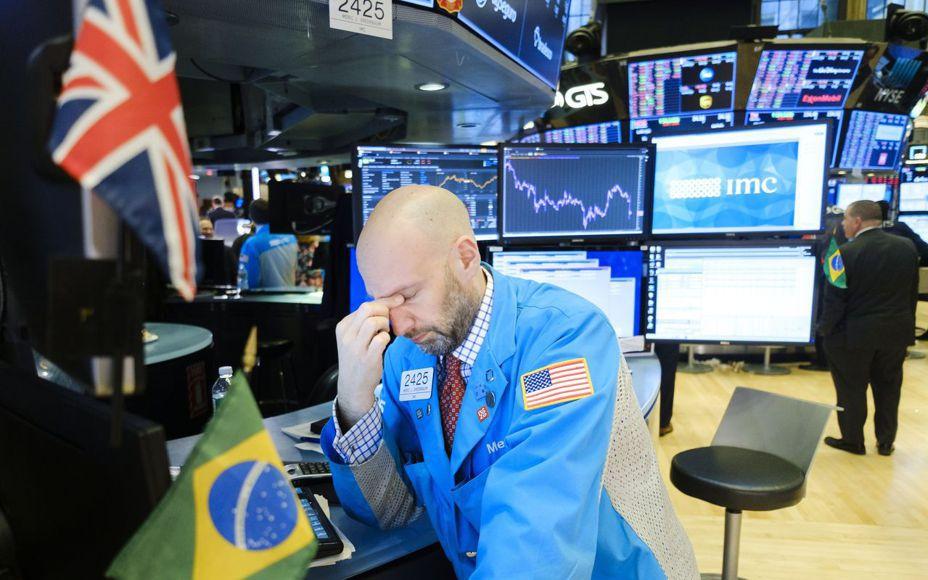 美股早該崩跌而未跌,昨天終於潰退。歐新社