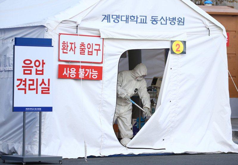 南韓政府25日宣布將對新天地教會信徒進行新冠肺炎病毒檢測。歐新社
